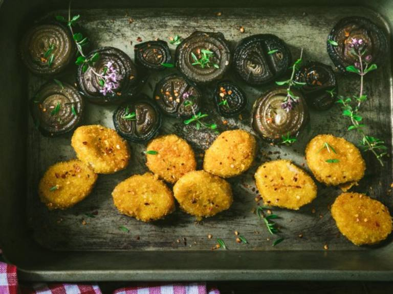 Marinated onions recipe with Chicken Nuggets