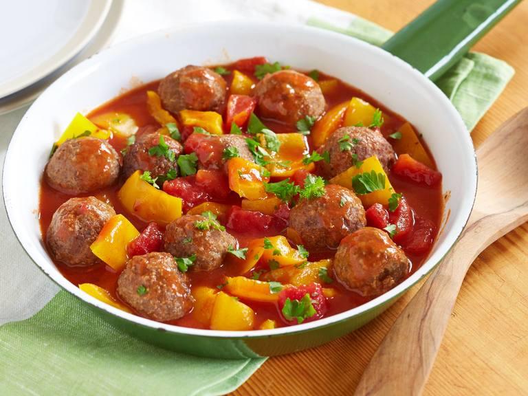 Vegetarische Ohne-Hick-Hack Bällchen in Tomaten-Chili-Sauce