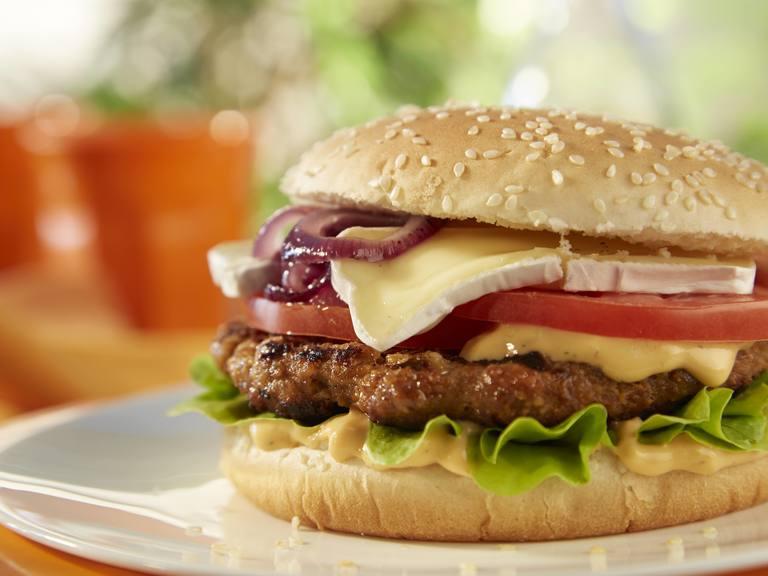 Vegetarischer Hack-selig Burger mit Camembert