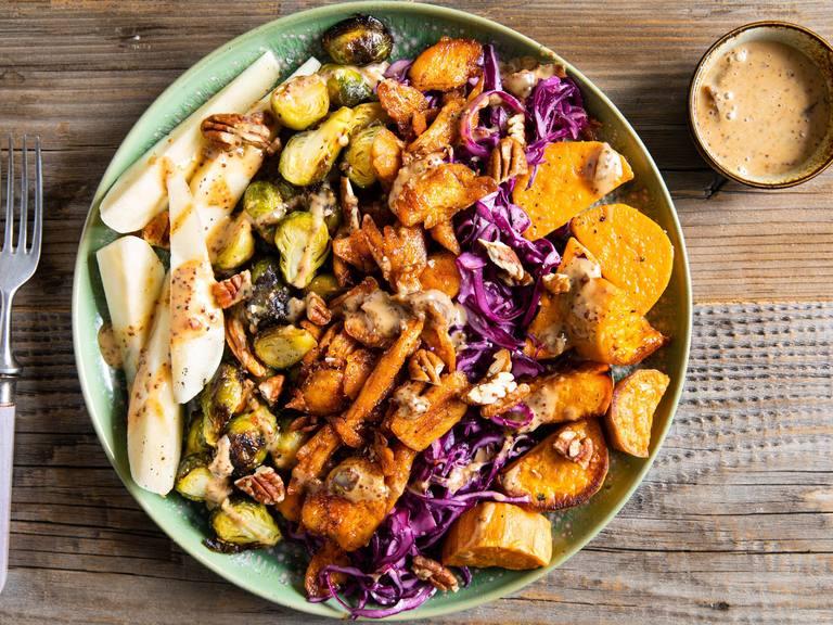 Vegan cobb salad met Kipstuckjes, spruitjes en peer