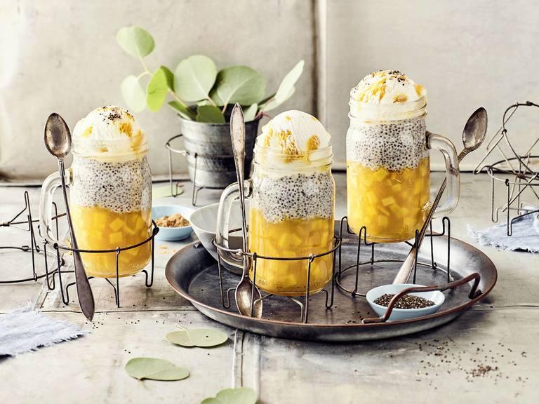 Chiapudding mit Pfirsich und Eis