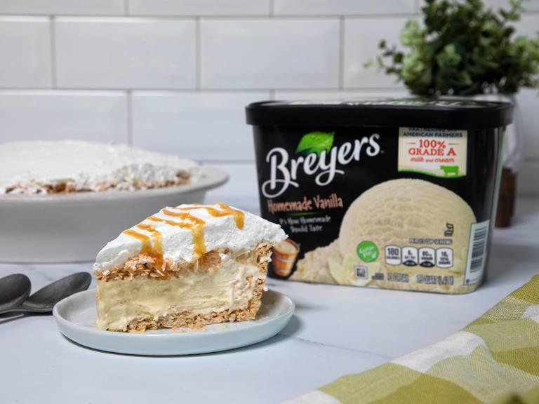 Pastel helado de caramelo y coco tostado
