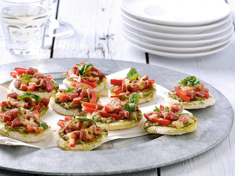 Mini pizza's alla Genovese met rode paprika