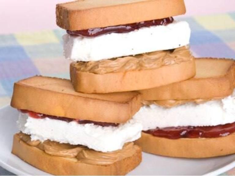 Sandwichs au Beurre d'arachide et à la Crème Gelée