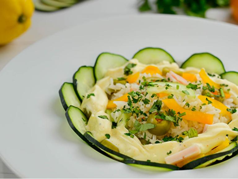 Salada Califórnia com arroz basmati
