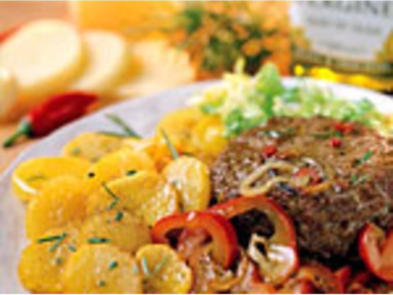 Rundvleesburgers met gebakken ui en paprika