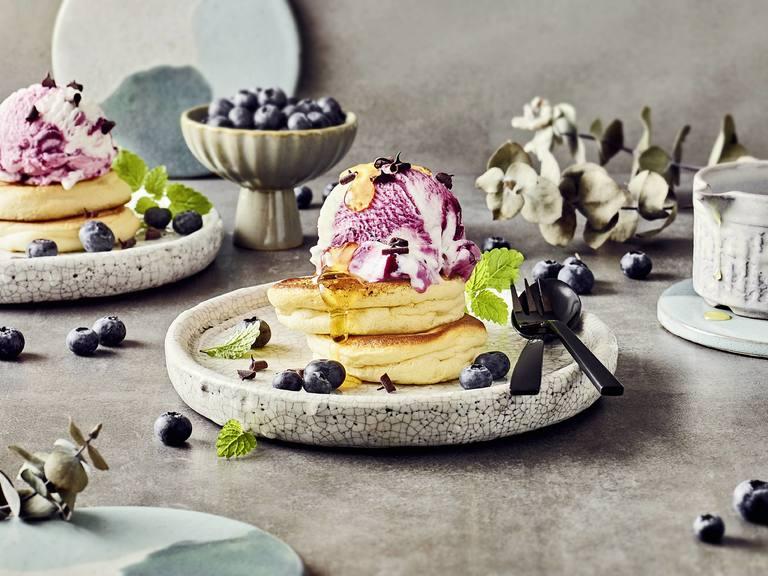 Soufflé Pancakes mit Eis