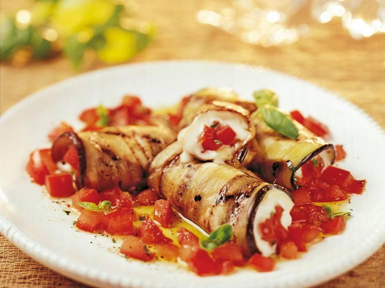 Rolletjes van mozzarella en aubergine