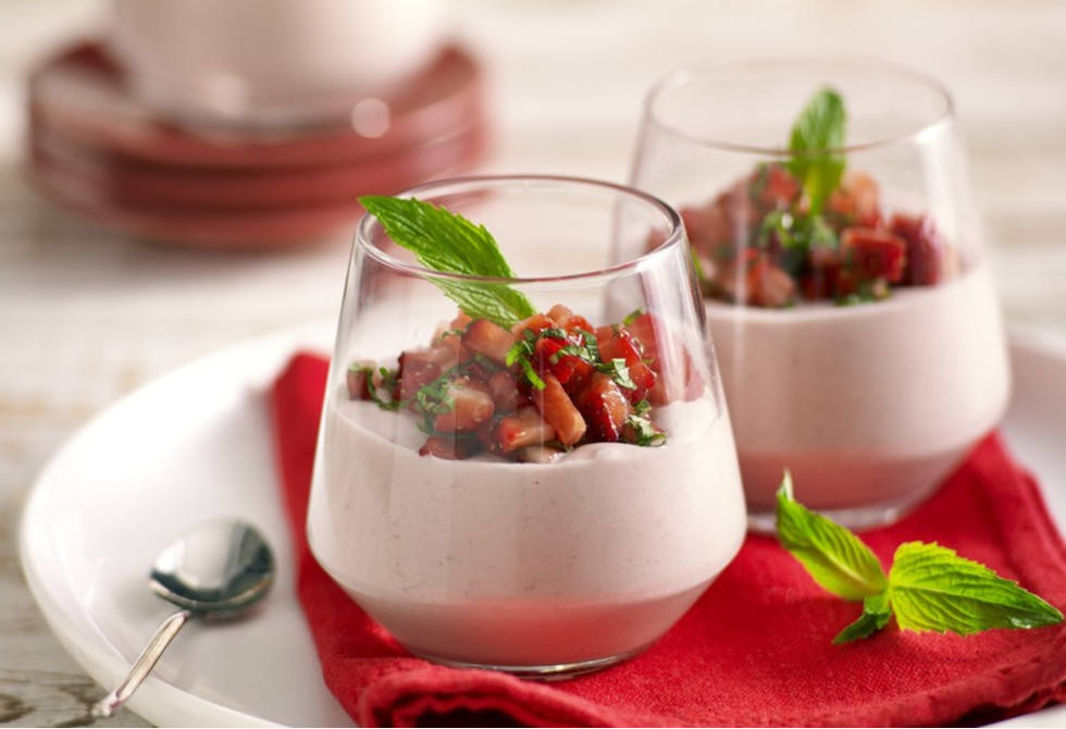 Strawberry and white chocolate mousse Recipe | Foodiful