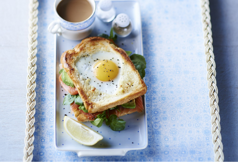 Egg-in-the-hole smoked salmon & avocado toastie