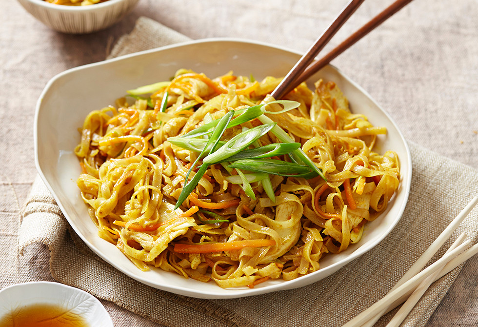 Fried curried chicken noodles
