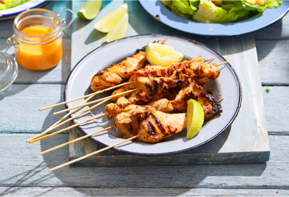 Grilled chicken skewers with mango salad