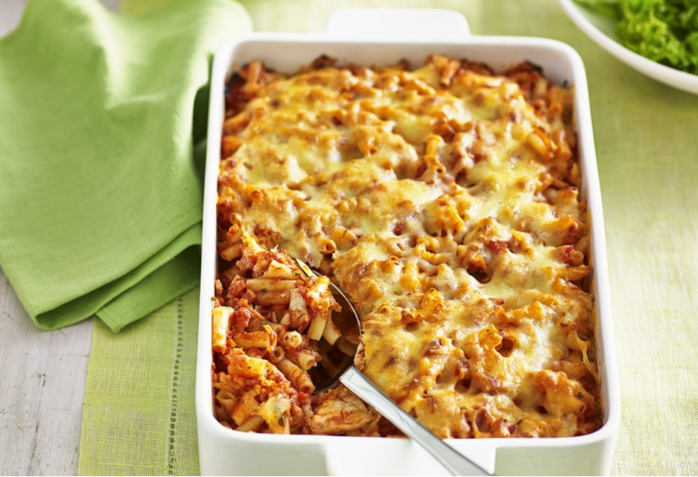 Chicken, bacon and tomato macaroni bake