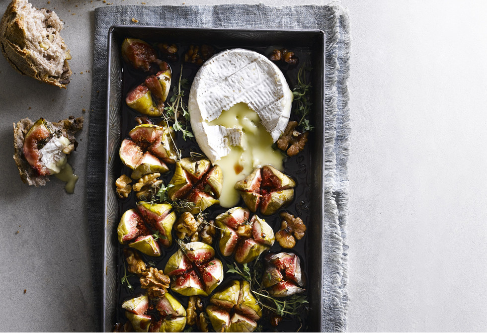 Baked brie cheese with figs & walnuts