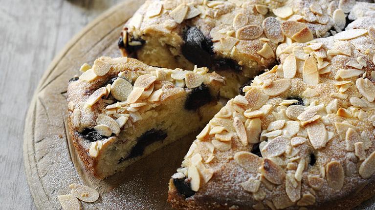 flora-bakewell-cake-767x431