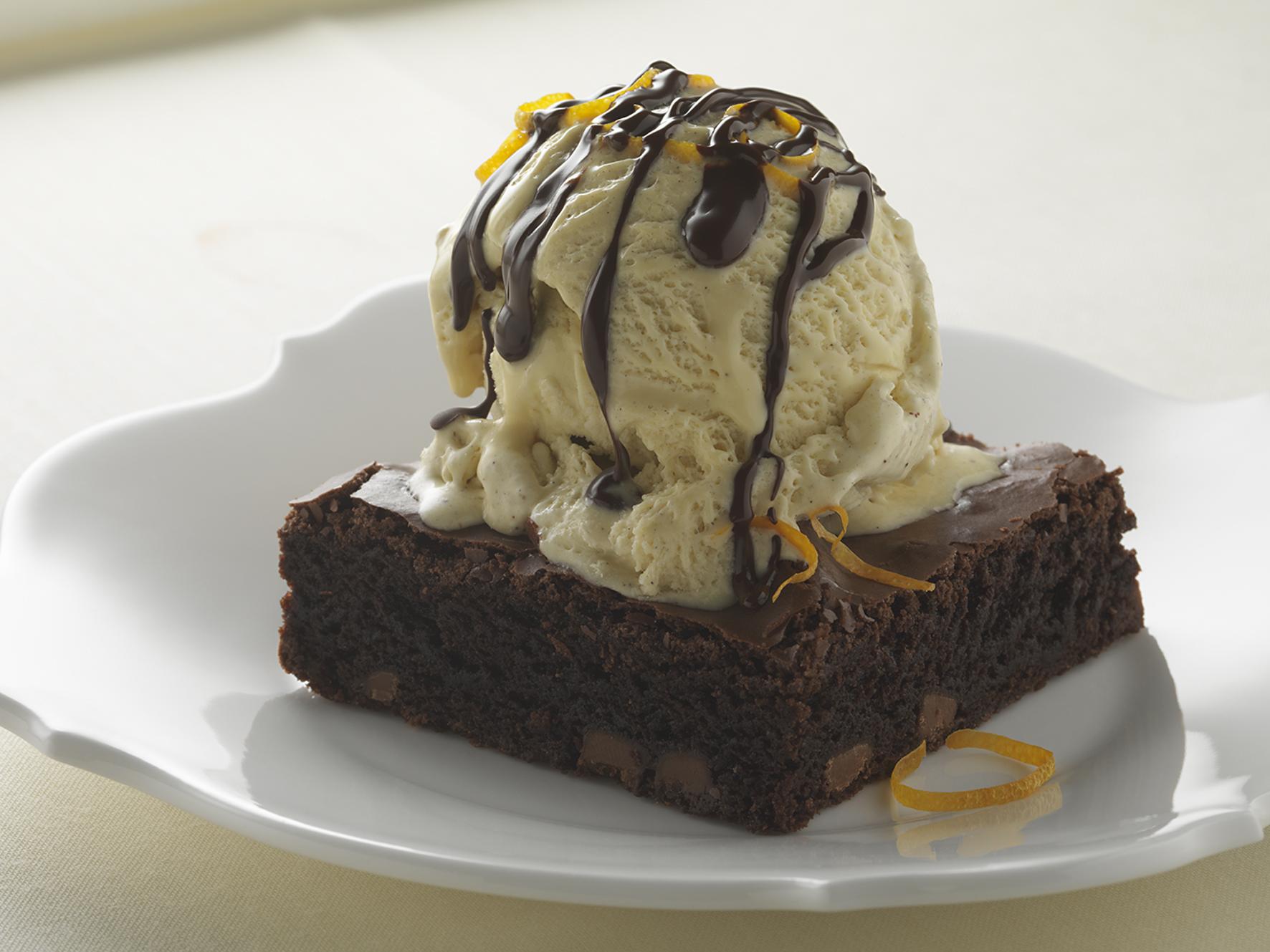 Chocoladecake en Carte d'Or Vanilleroomijs