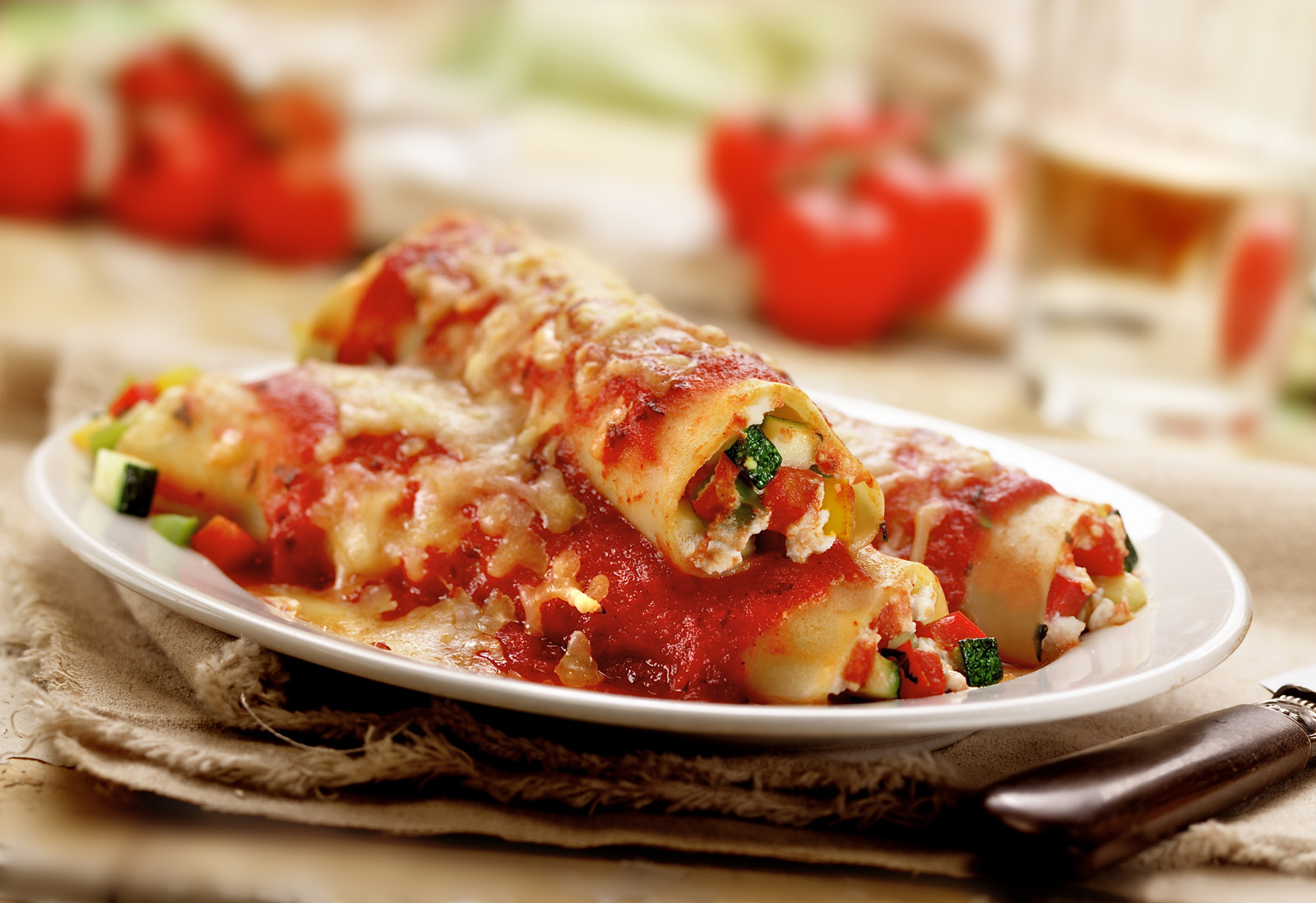 Cannelloni gevuld met courgette, paprika, basilicum en ricotta