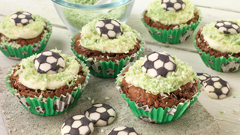 flora-easy-chocolate-brownie-cupcakes-767x431