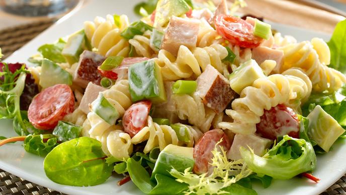 Ensalada de pasta con pollo - Ensalada fresca de pasta ...