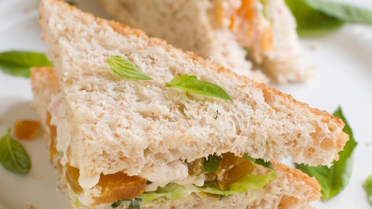 flora-curried-chicken-apricot-sarnie-767x431