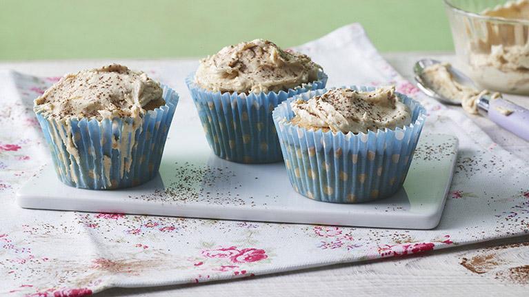 flora-crunchy-peanut-cup-cakes-767x431