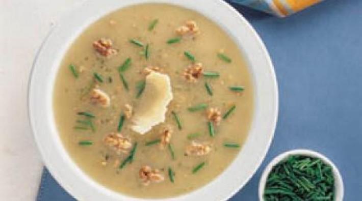 Sopa crema de queso y ciboulette