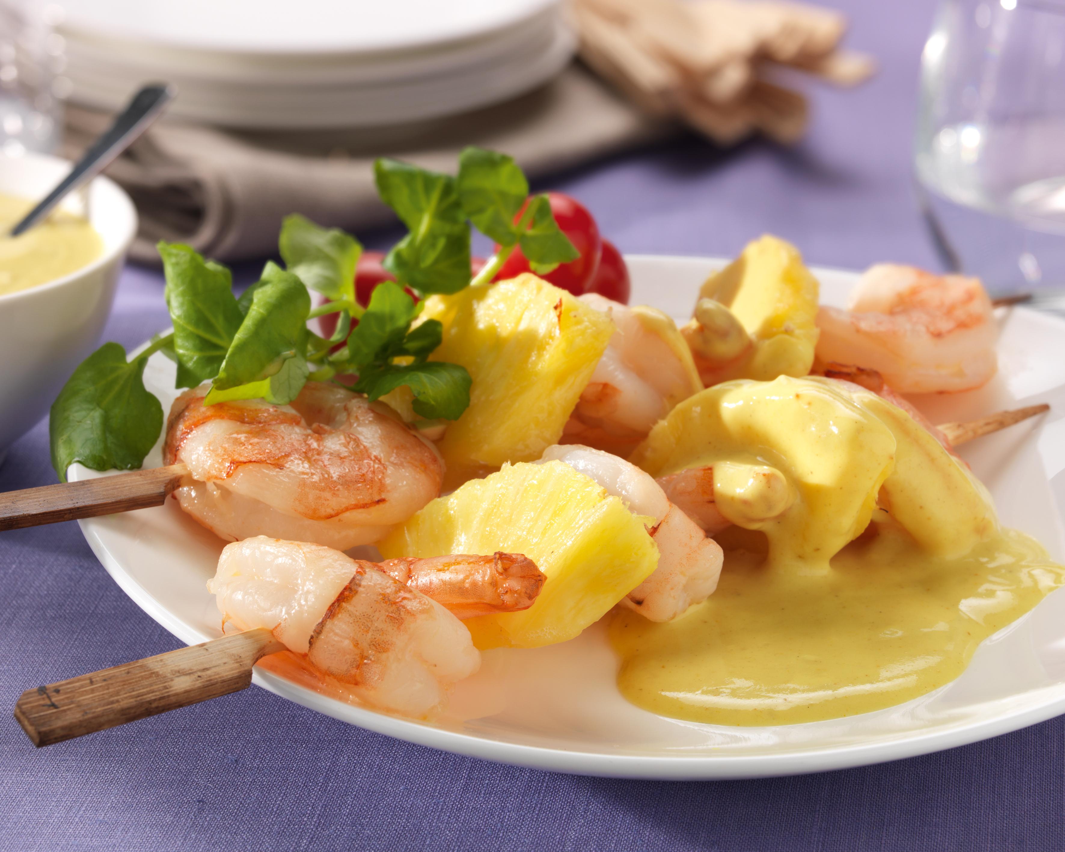 Brochette de scampi brochette à l'ananas et au  curry