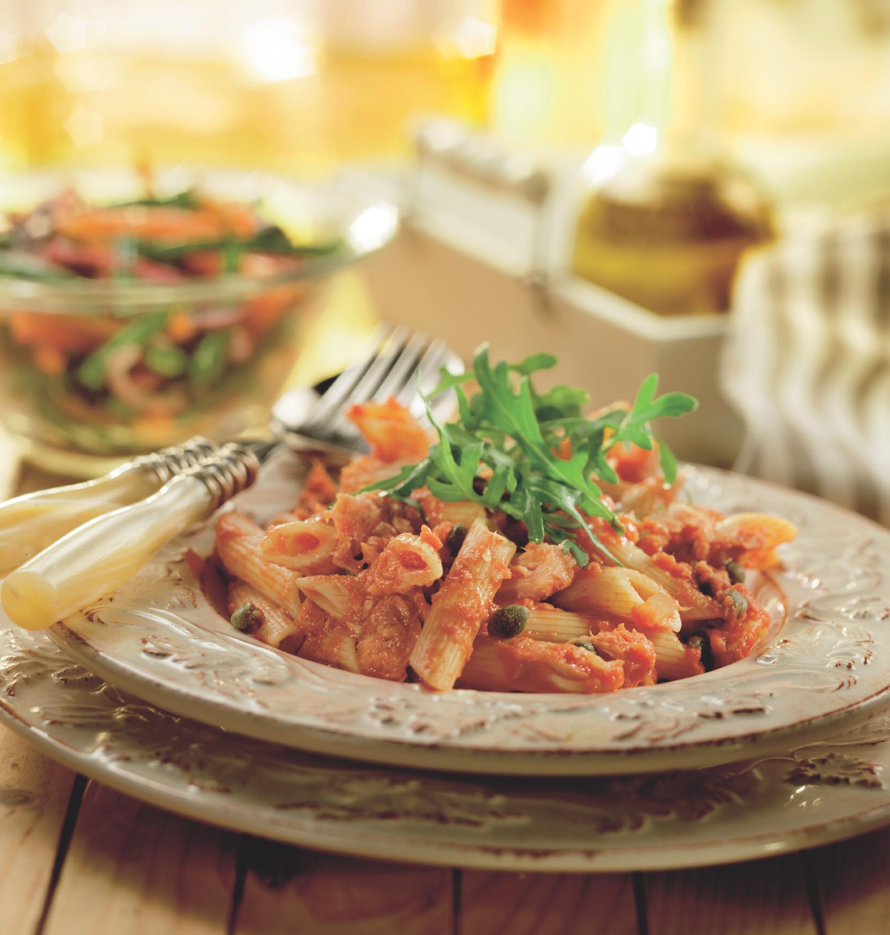 Penne met tomaten-tonijnsaus
