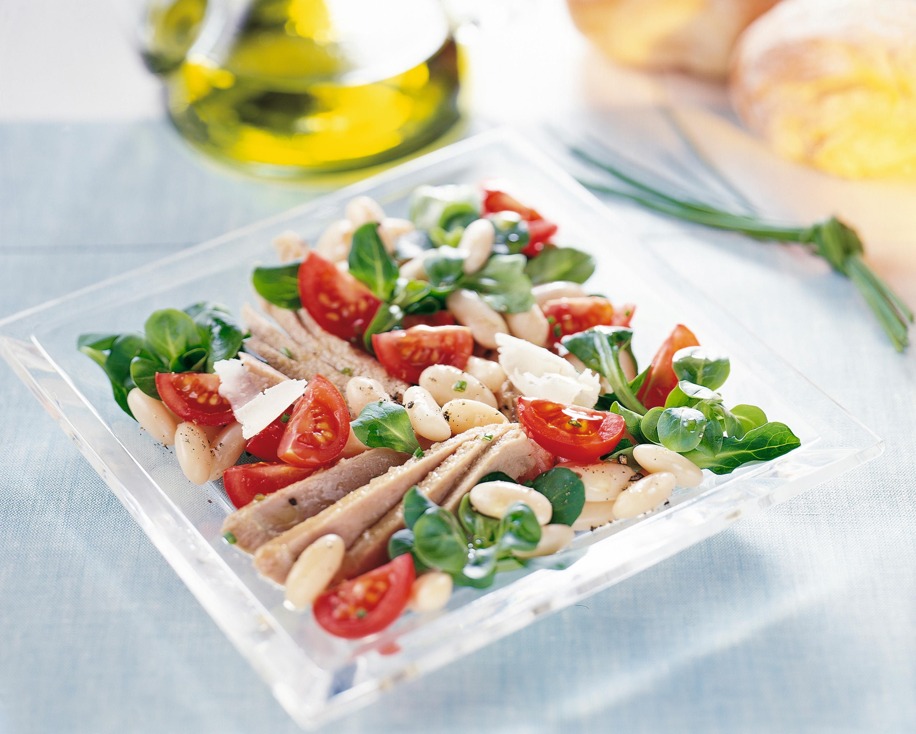 Tonijnsalade met witte bonen en Parmezaanse kaas